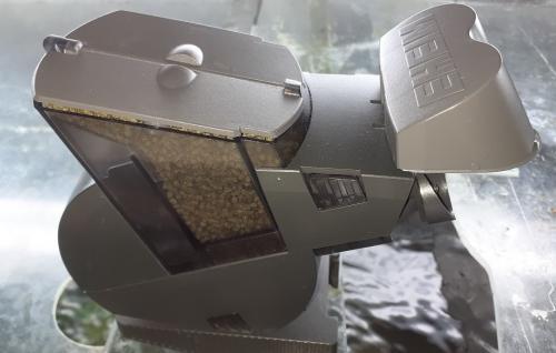 Futterautomat für 2 Sorten Granulatfutter